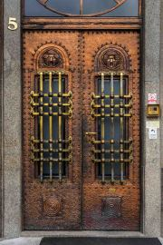 Doors along the Danube_11